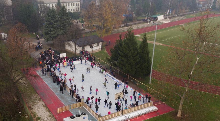 """Otvoreno klizalište u Centru """"Safet Zajko"""" povodom 42. godišnjice postojanja Općine Novi Grad"""