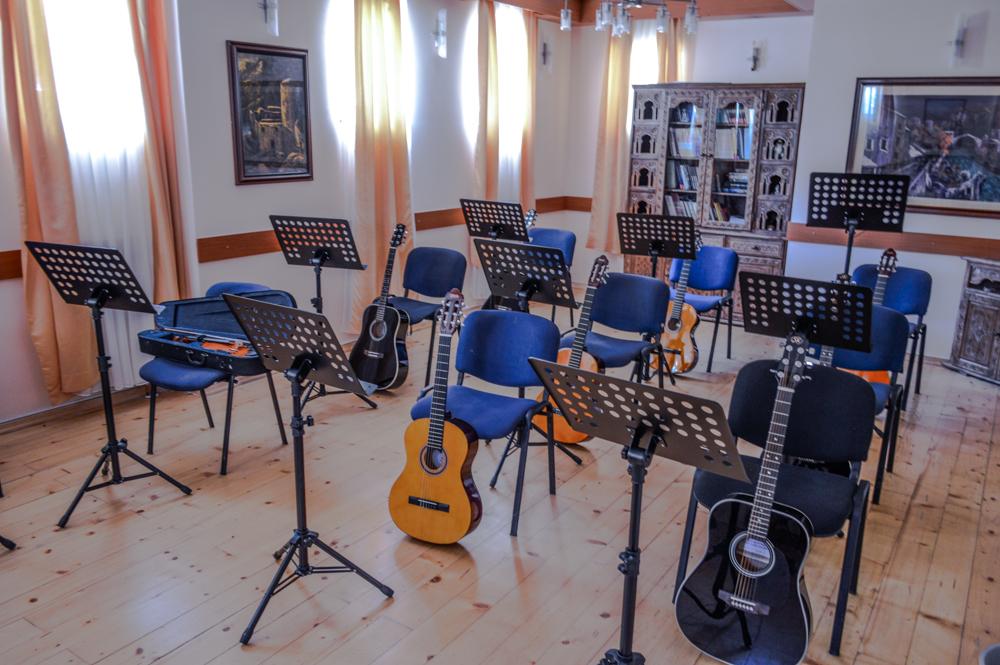 U   Centru   za   kulturu   na   Dobrinji    besplatne sekcije violine,  gitare, klavira ...