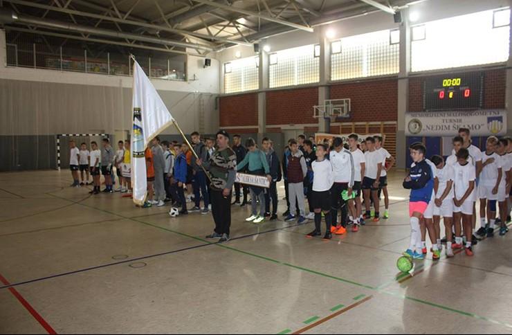 """U sportskoj dvorani ''Srce'' maloljetni borci Novog Grada organizirali malonogometni turnir """"Nedim Škamo"""""""