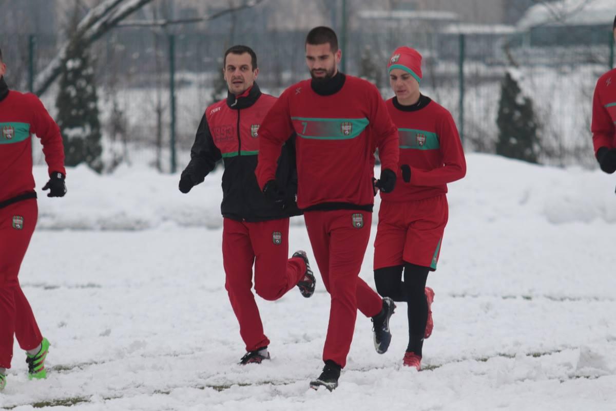 U predivnoj zimskoj idili fudbaleri Olimpika trenirali u SC Safet Zajko